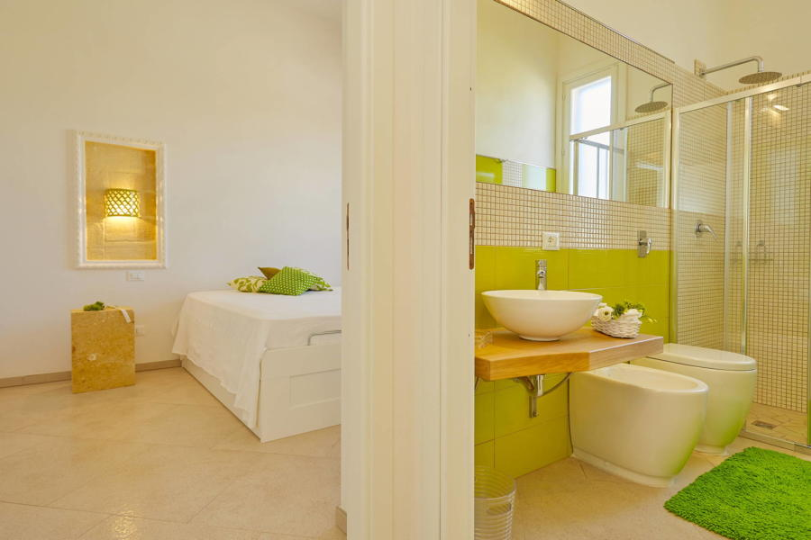 Green double bedroom en-suite