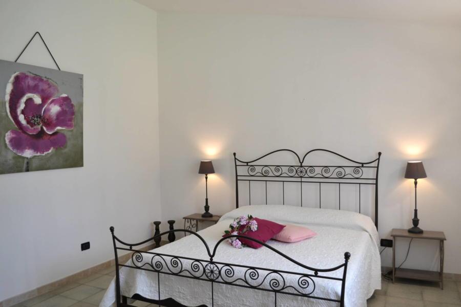 Marsala-Villa-Signorino-pink-doublebedroom-ScentOfSicily