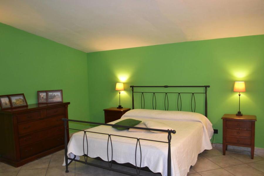 Marsala-Villa-Signorino-green-doublebedroom-ScentOfSicily