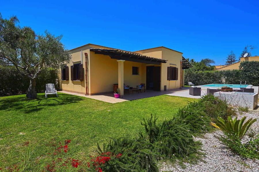 Marsala-Villa-Simo-patio-ScentOfSicily