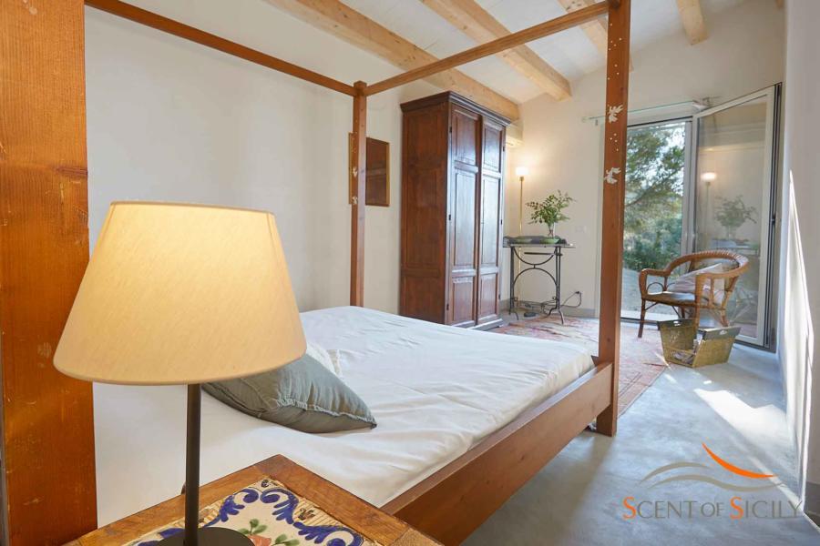 Canopy bed room in Villa Marina Cefalu area Scent of Sicily