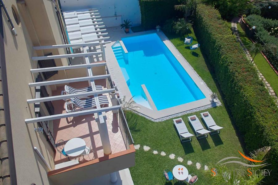 Swimming pool leads with jacuzzi area in Villa Taormina Bellevue Taormina Scent of Sicily