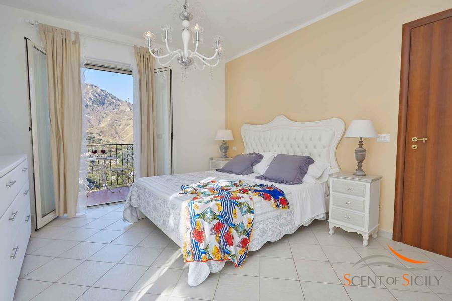 Elegant double bedroom with balcony in Villa Taormina Bellevue Taormina Scent of Sicily