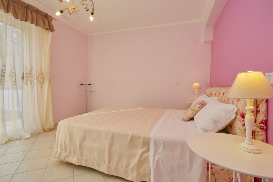 Elegant pink double bedroom in Villa Taormina Bellevue Taormina Scent of Sicily