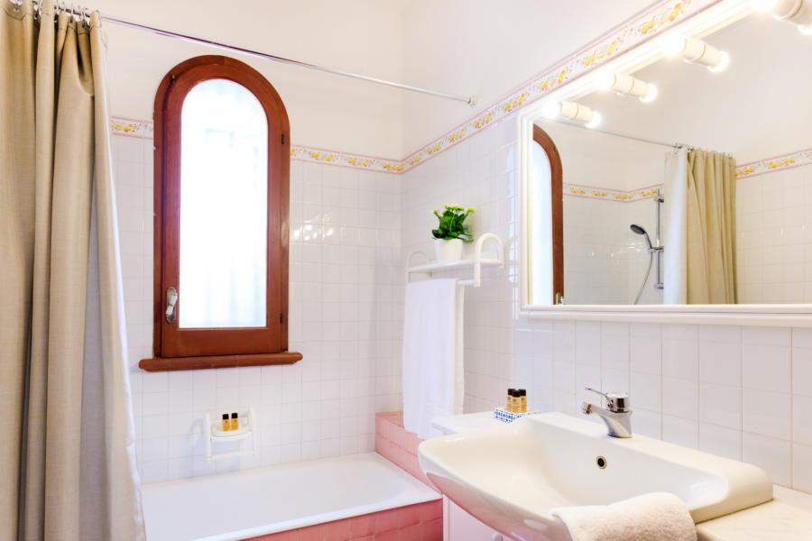 Bathroom in Villa Amphora Carini Scent of Sicily