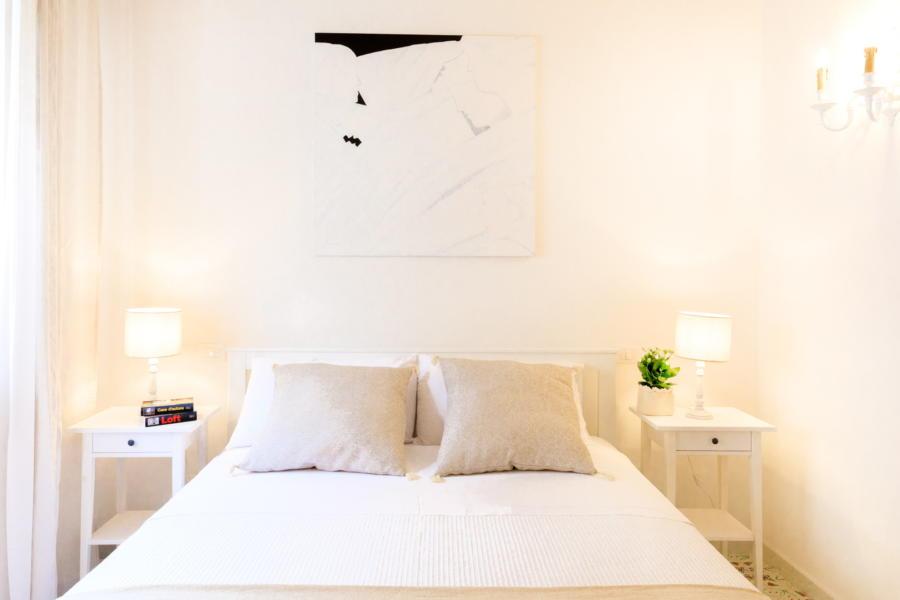 Bright double bedroom in Villa Amphora Carini Scent of Sicily