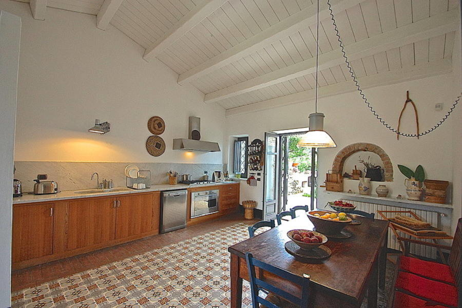 Well equipped kitchen with dining table in Villa Sea View Lascari Scent of Sicily