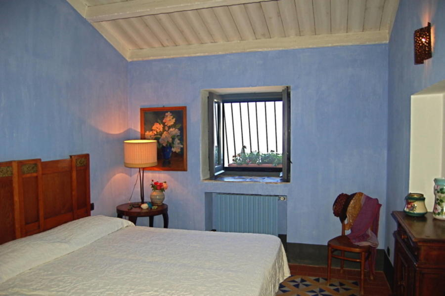 Elegant blu double bedroom in Villa Sea View Lascari Scent of Sicily