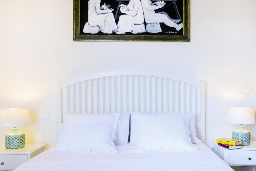 Double bedroom black and White in Villa Amphora Carini Scent of Sicily