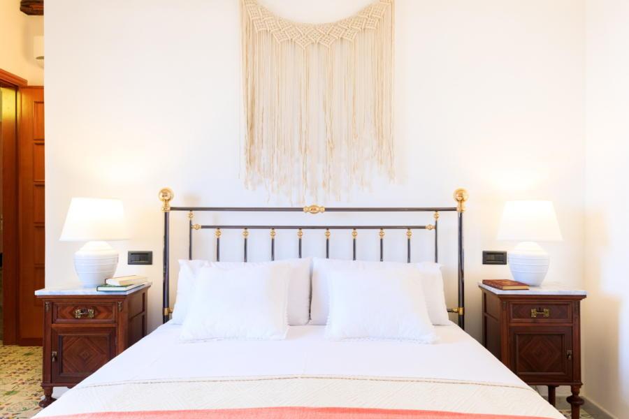 Double bedroom in Villa Amphora Carini Scent of Sicily