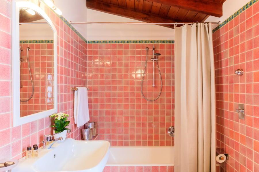 Pink bathroom in Villa Amphora Carini Scent of Sicily