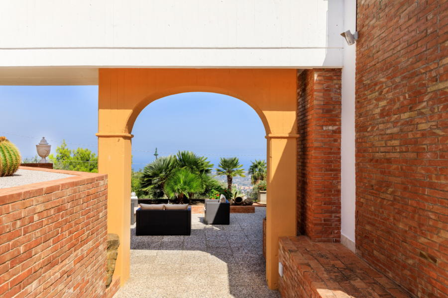 Towards the outdoor relaxation area in Luxury Villa Amphora Carini Scent of Sicily