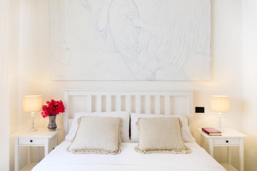 White Double Bedroom in Villa Amphora Carini Scent of Sicily