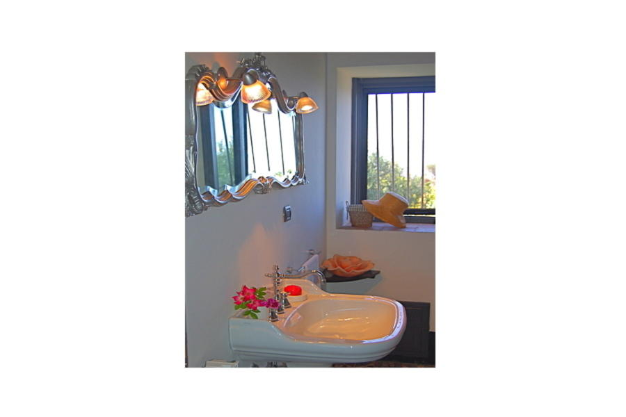 Elegant bathroom in Villa Sea View Cefalù area Scent of Sicily