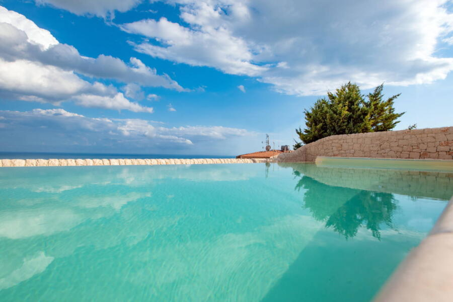Luxury-Villa-PietraBianca-Marina-di-Ragusa-Scent-of-Sicily-crystalclear -poolwater