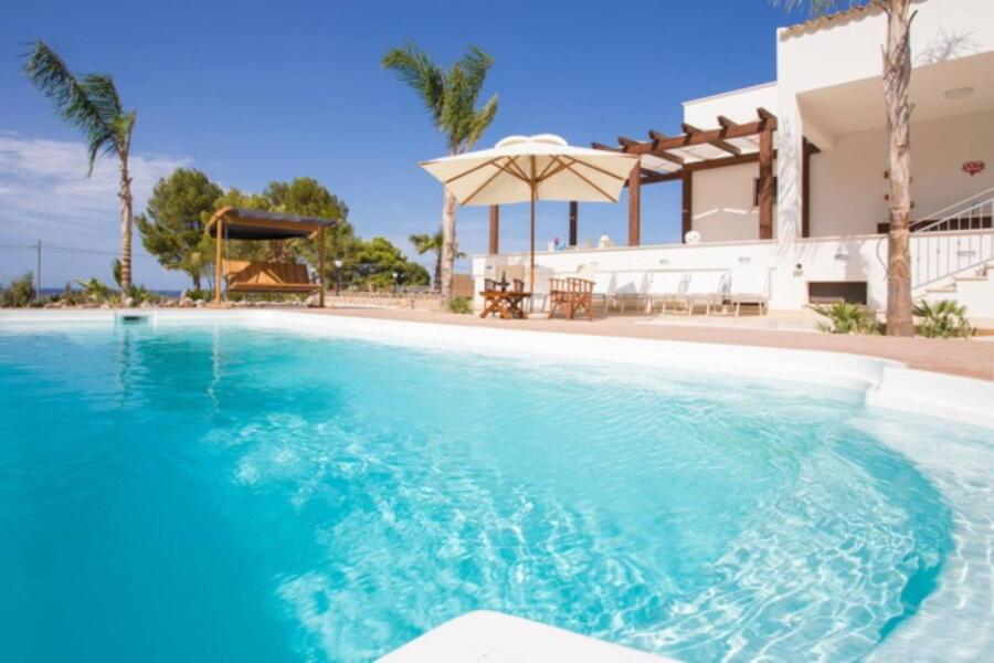 SanVitoLoCapo-VillaSeaBreeze-pool-entrance-ScentOfSicily