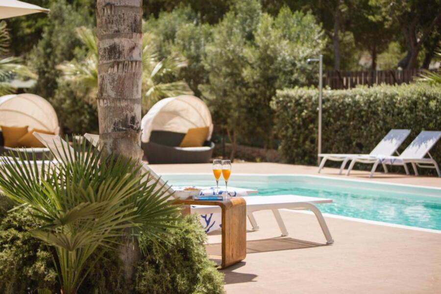 SanVitoLoCapo-VillaSeaBreeze-pool-sunbed-ScentOfSicily