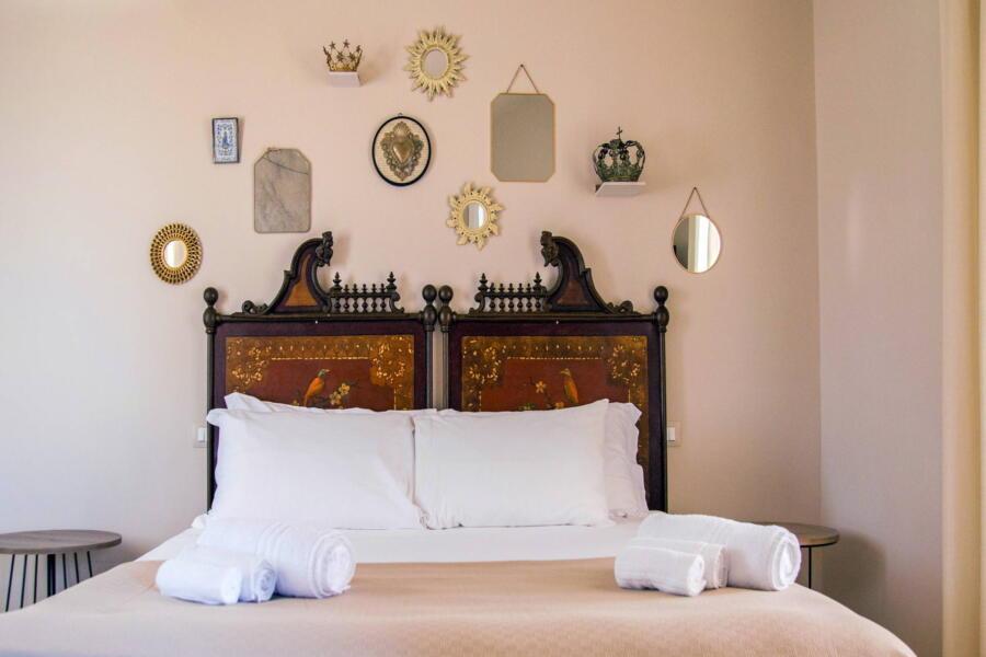 Villa-PietraBianca-Marina-di-Ragusa-Scent-of-Sicily-characteristic-bedroom