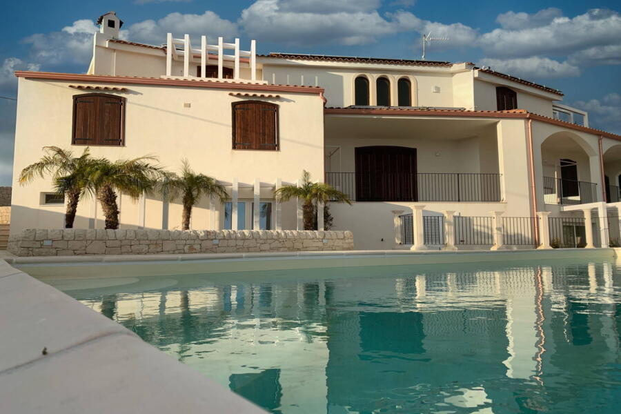 Villa-PietraBianca-Marina-di-Ragusa-Scent-of-Sicily-from-pool