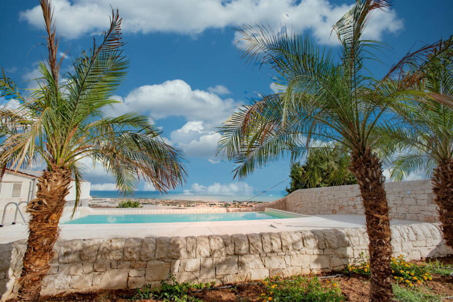 Villa-PietraBianca-Marina-di-Ragusa-Scent-of-Sicily-pool