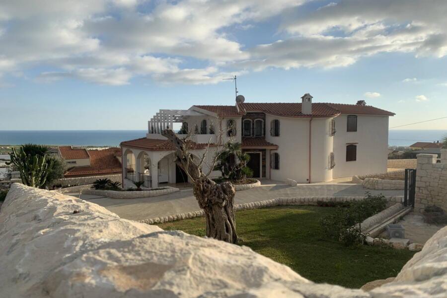 Villa-PietraBianca-Marina-di-Ragusa-Scent-of-Sicily sea-view