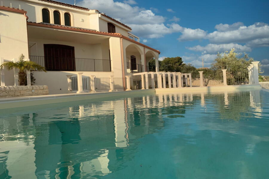 Villa-PietraBianca-Marina-di-Ragusa-Scent-of-Sicily- villa-pool