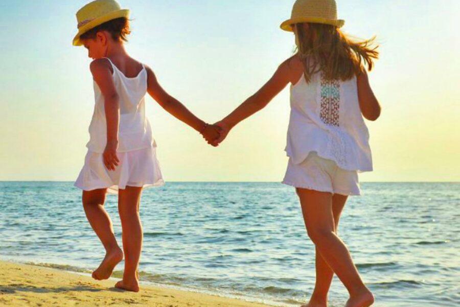Children-walking-on-the-beach-Sicily
