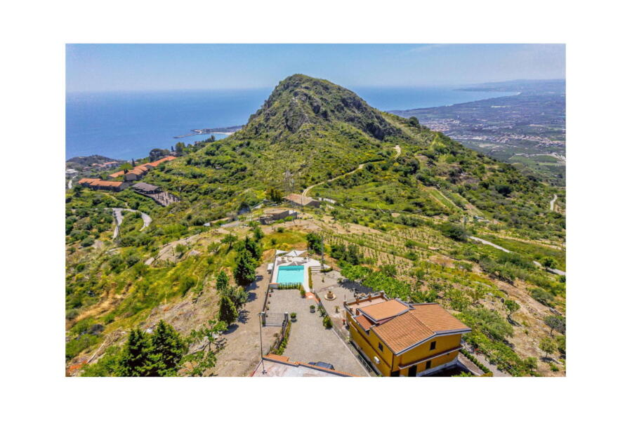 Villa-Terrace-taormina-AreaView-ScentOfSicily