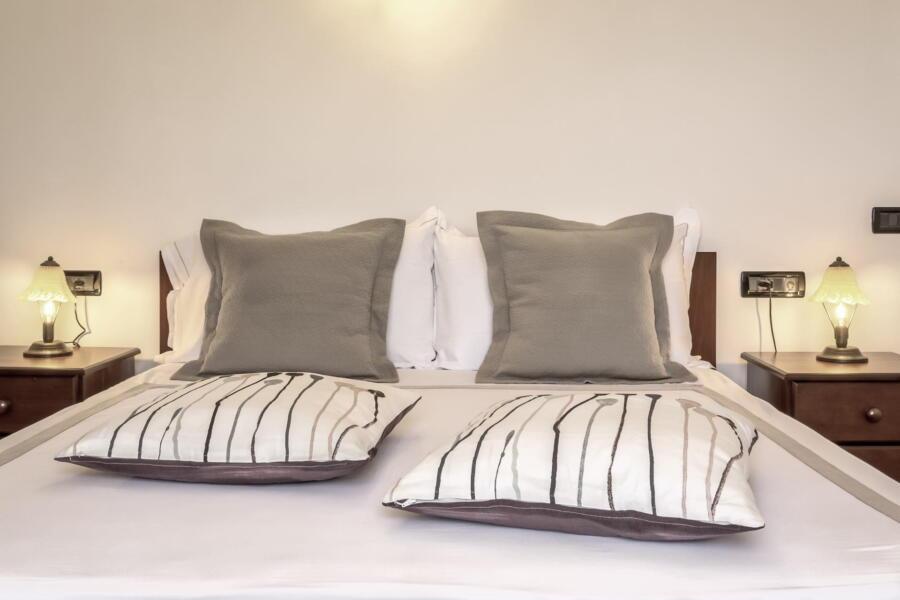 Villa-Terrace-taormina-doublebedroom-ScentOfSicily