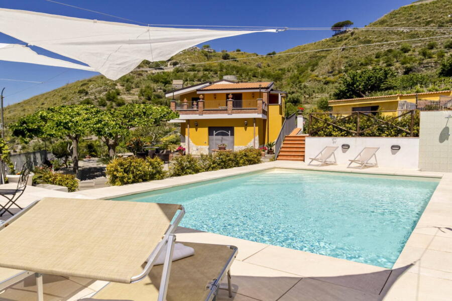 Villa-Terrace-taormina-pool-ScentOfSicily