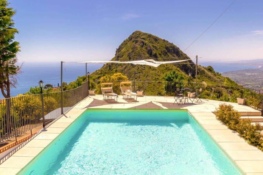 Villa-Terrace-taormina-poolView-ScentOfSicily