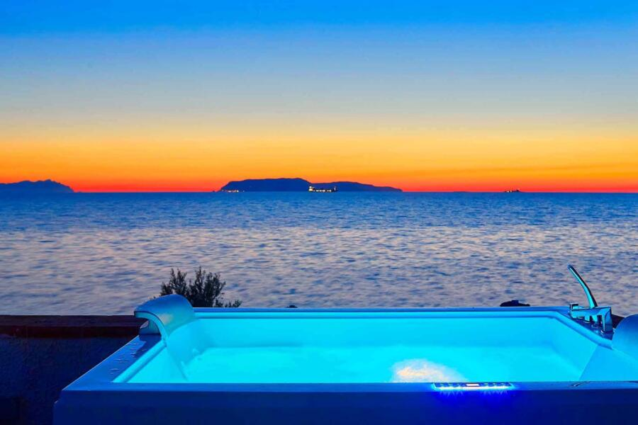 Trapani_Villa_Maraus_SunsetJacuzzi_ScentOfSicily