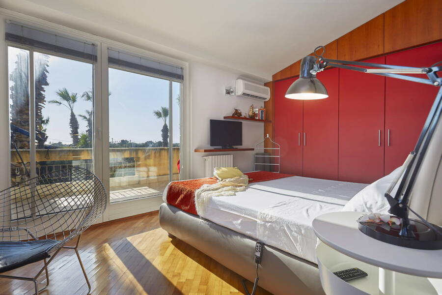 Red double bedrooms A/C with terrace