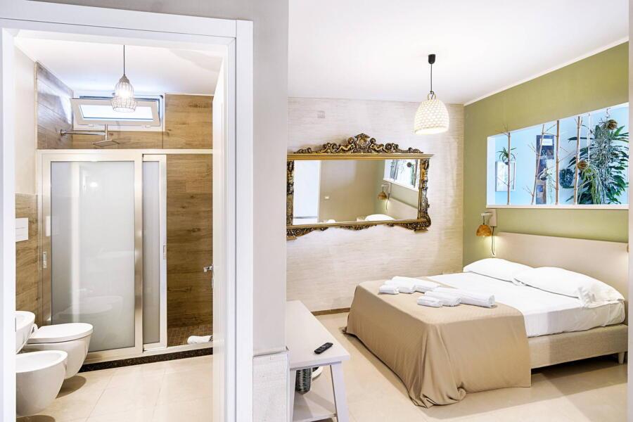 Ragusa_VillaPietraBianca_bedroom_mirror_ScentOfSicily