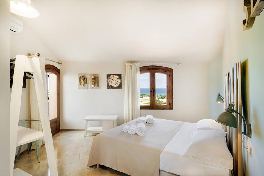 Villa-PietraBianca-Marina-di-Ragusa-Scent-of-Sicily-sea-bedroom
