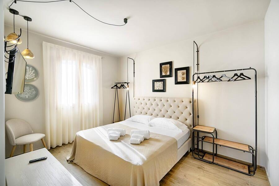 Ragusa_VillaPietraBianca_doublebedroom-Coral_ScentOfSicily