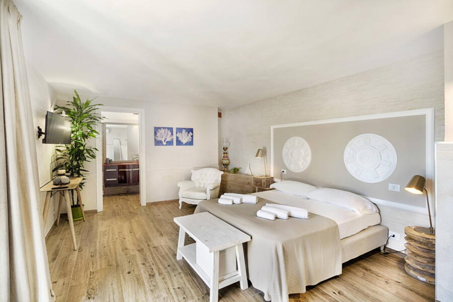 Ragusa_VillaPietraBianca_doublebedroom_WhitheShields_ScentOfSicily