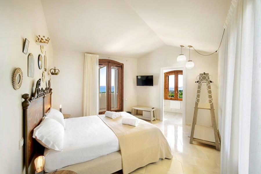 Ragusa_VillaPietraBianca_doublebedroom_crown_ScentOfSicily