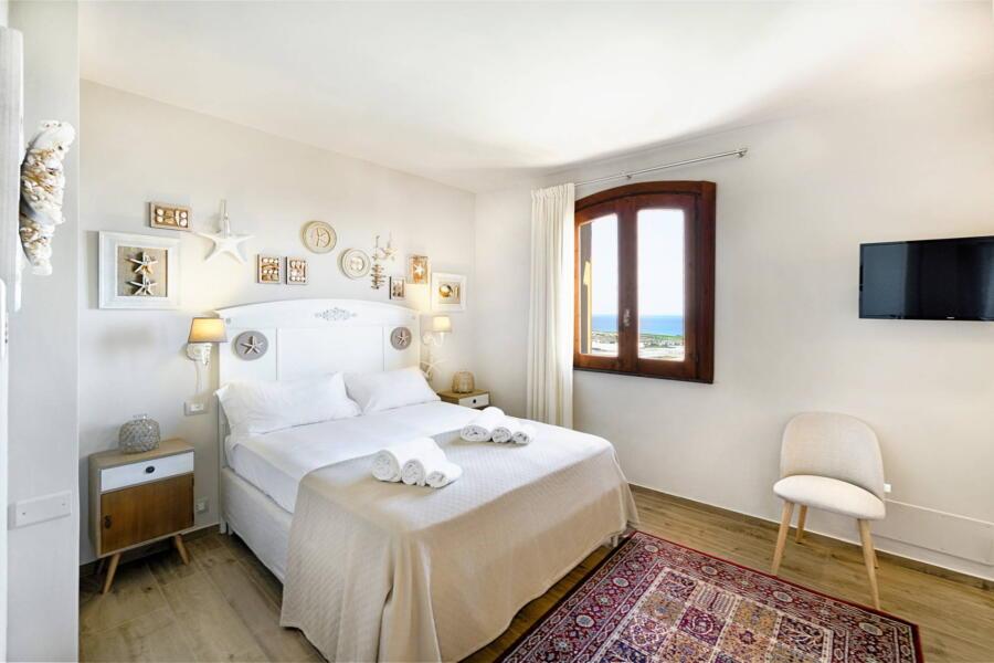 Villa-PietraBianca-Marina-di-Ragusa-Scent-of-Sicily-starfish-bedroom