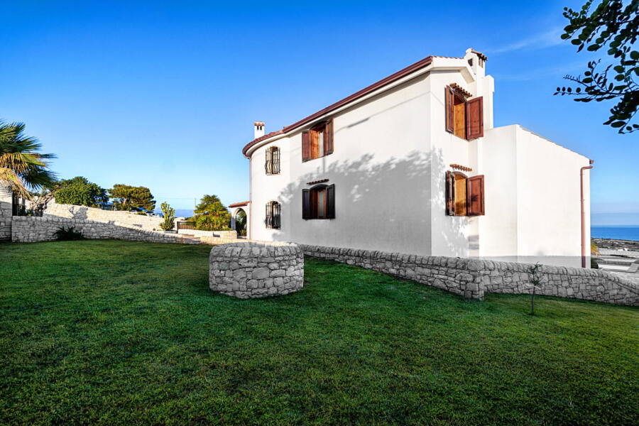Ragusa_VillaPietraBianca_green_area_ScentOfSicily