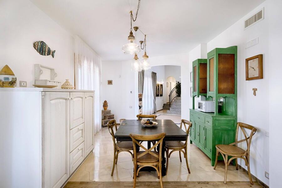 Ragusa_VillaPietraBianca_kitchen_livingroom_view_ScentOfSicily
