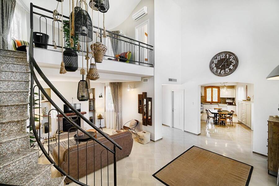 Ragusa_VillaPietraBianca_livingroomstaircase_ScentOfSicily