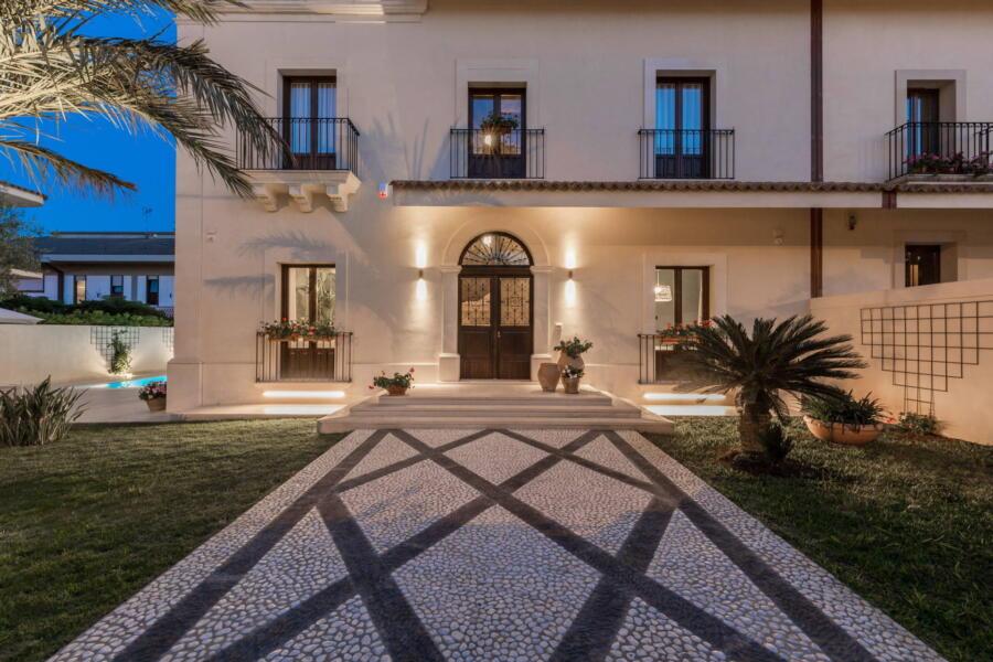The luxury Villa Classy in the evening