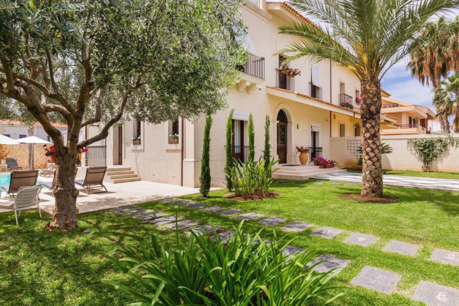 The villa seen from its garden