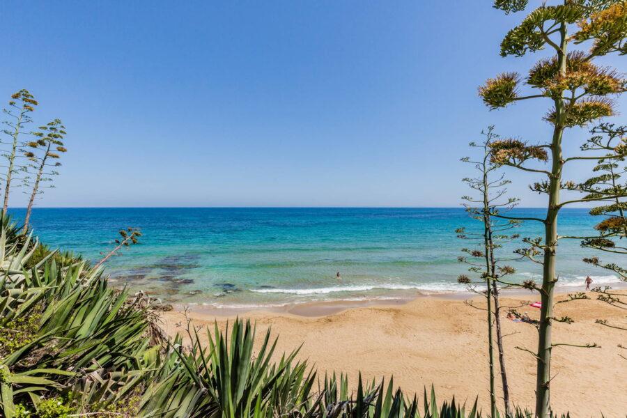 The blu sea near Villa Classy