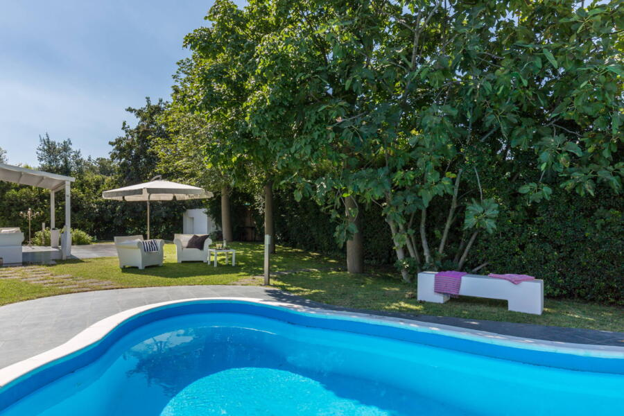 The private swimming pool of the villa in the city of Catania.