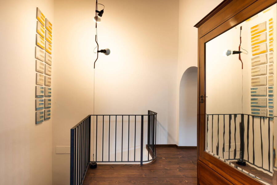 The staircase leads with artistic ceramics to the loft