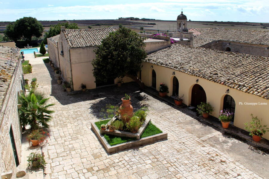 The refined courtyard with the fountain.