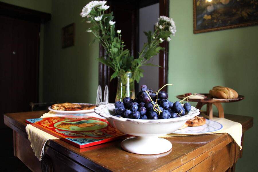 The welcome is given with the delicious typical seasonal products.
