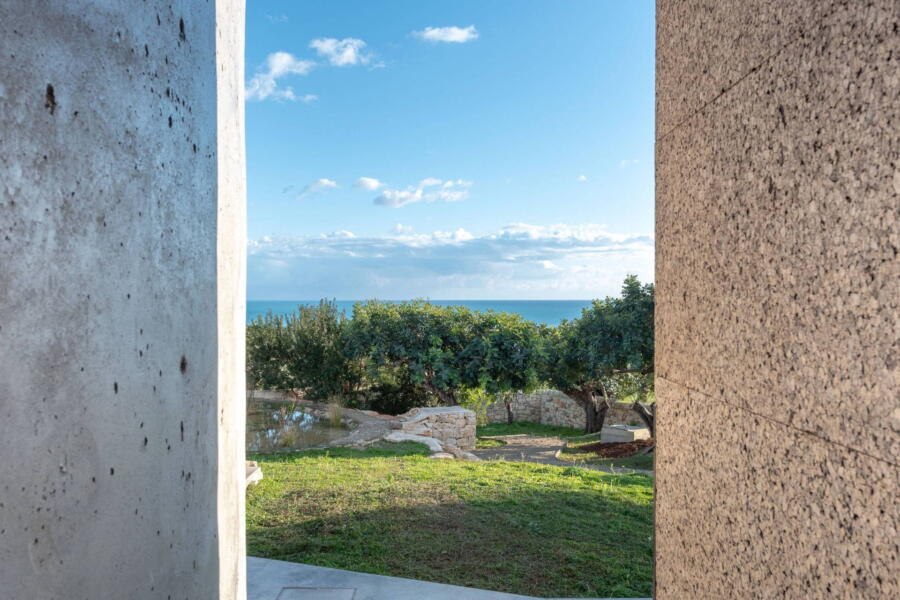 The natural elements of the villa are in perfect harmony with the landscape.